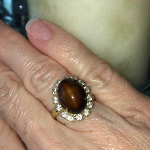 Jewelry - Gold tone ring with brown-gold center